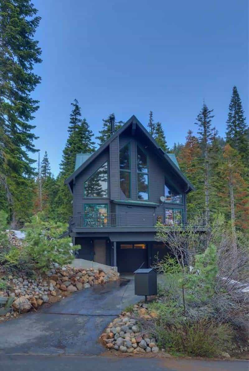 mountain-modern-chalet-exterior