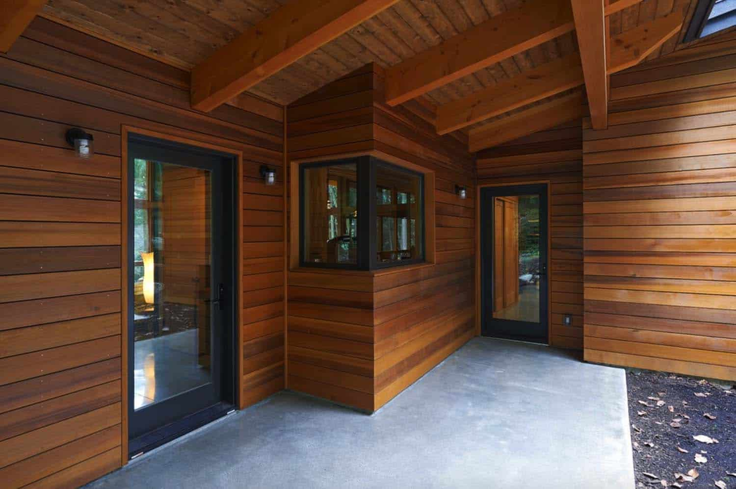 prefabricated-rustic-cabin-entry