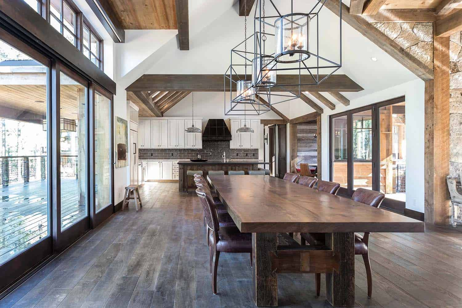 rustic-contemporary-ski-retreat-dining-room