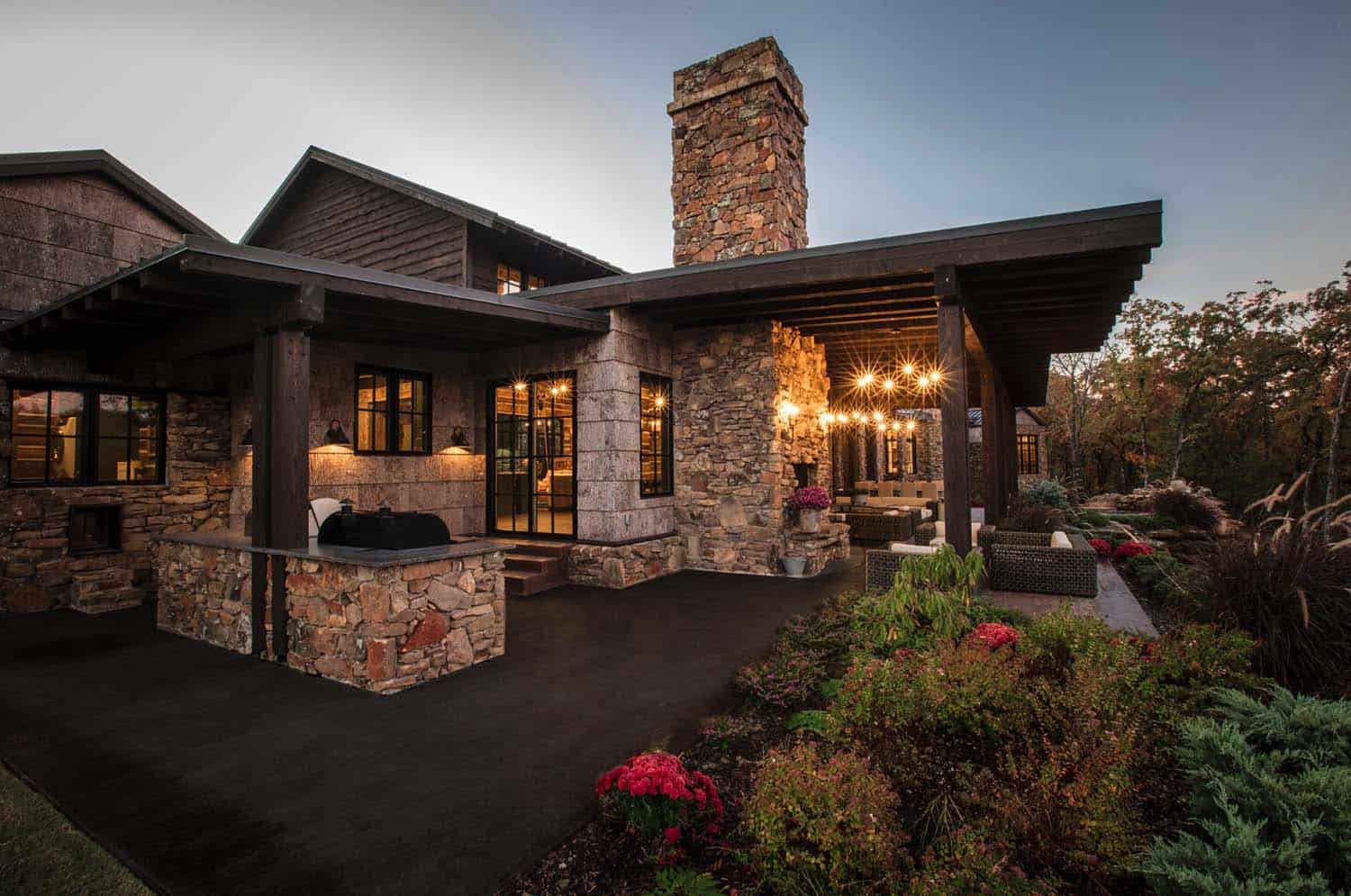farmhouse-rustic-ranch-style-patio