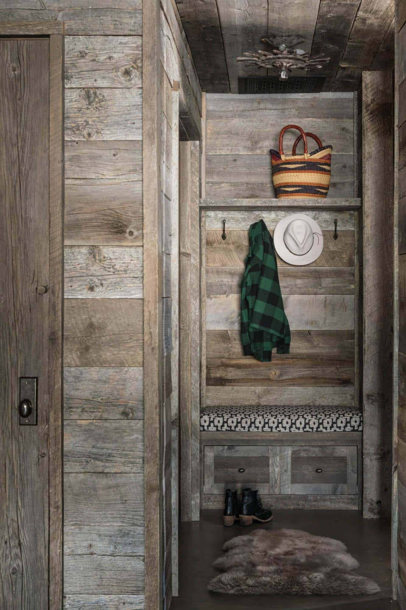 guest-house-rustic-entry