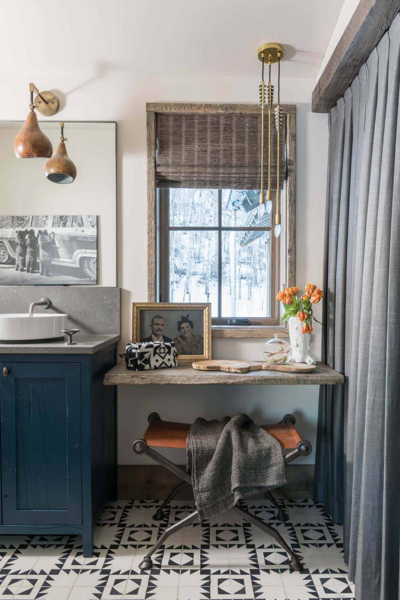 guest-house-rustic-bathroom