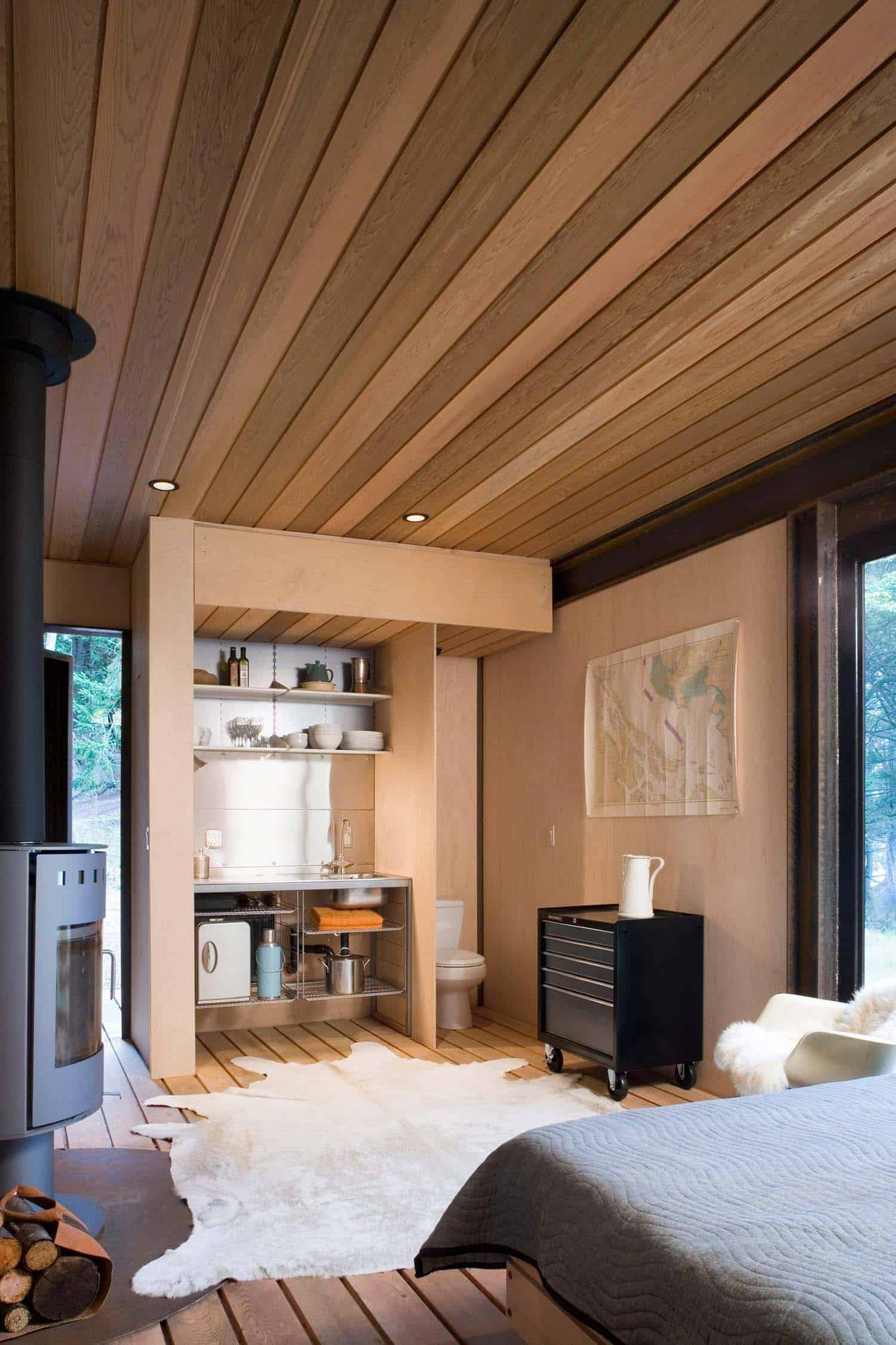 small-modern-cabin-interior