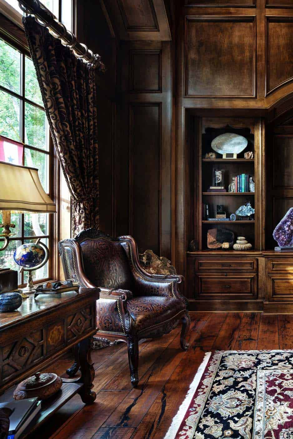 english-manor-traditional-home-office
