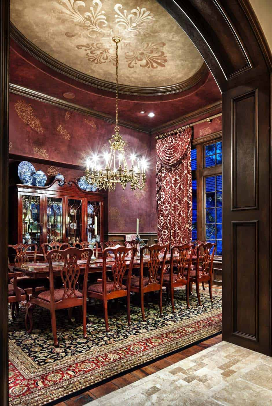 english-manor-traditional-dining-room