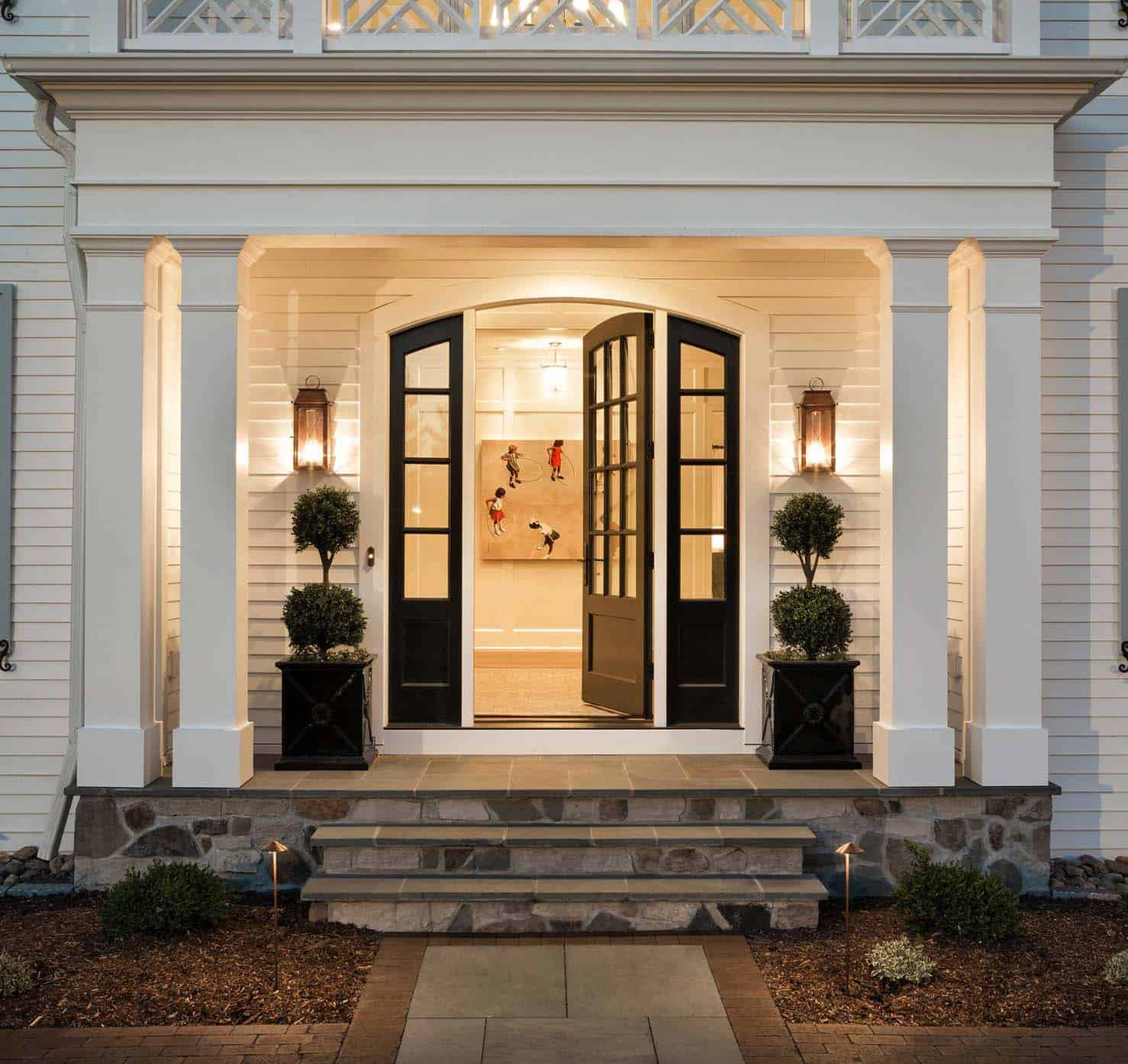 traditional-colonial-home-entry