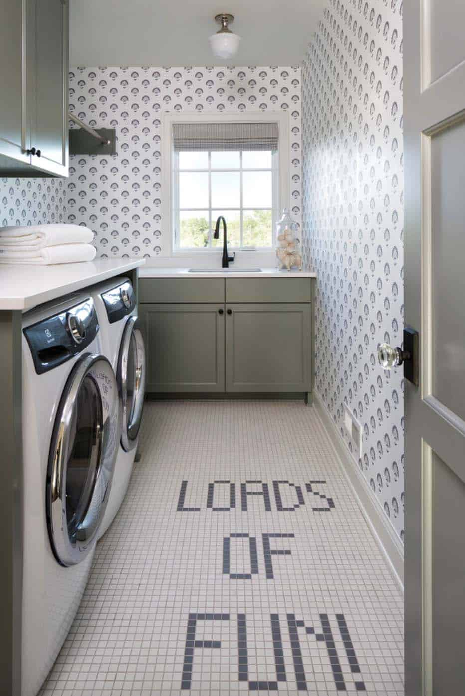 traditional-style-laundry-room