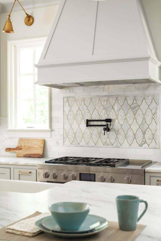 range-wall-close-up-transitional-kitchen