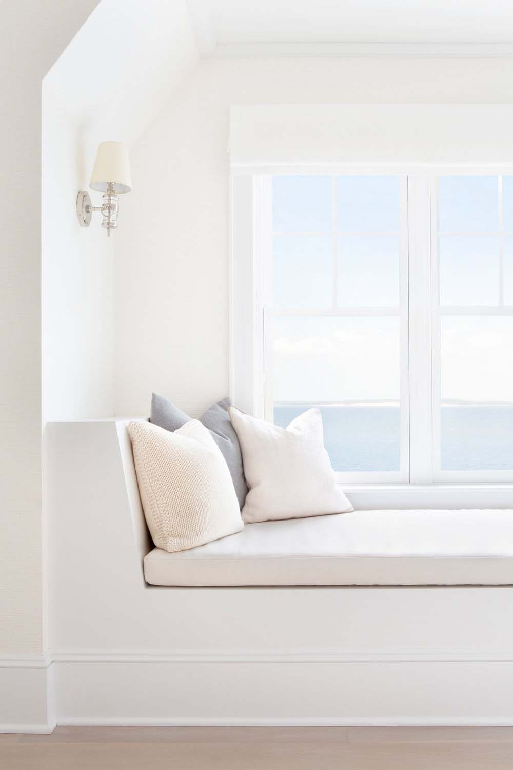 waterfront-beach-style-bedroom-window-seat