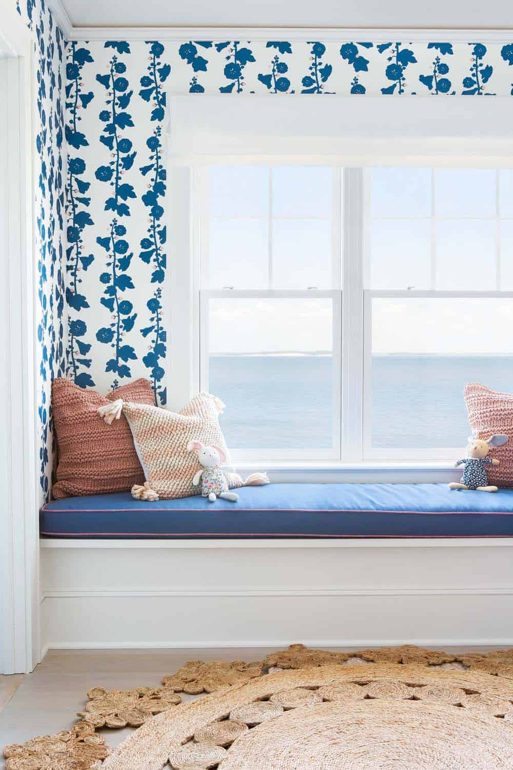 waterfront-beach-style-kids-bedroom-window-seat