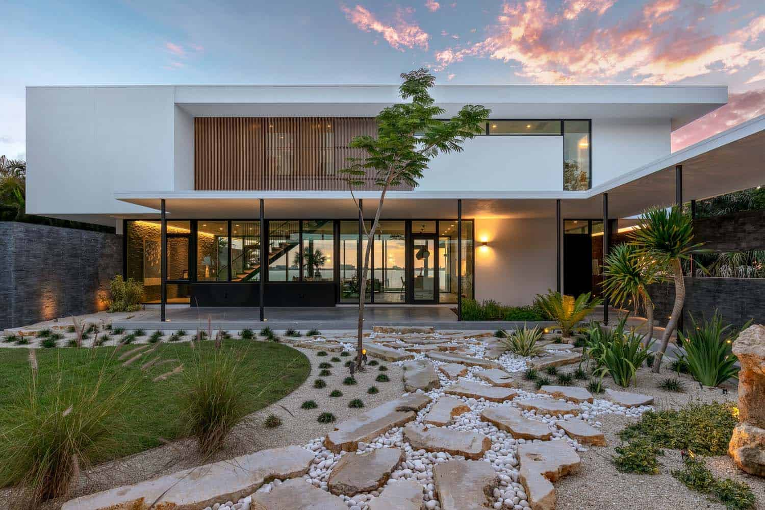 modern-waterfront-home-exterior