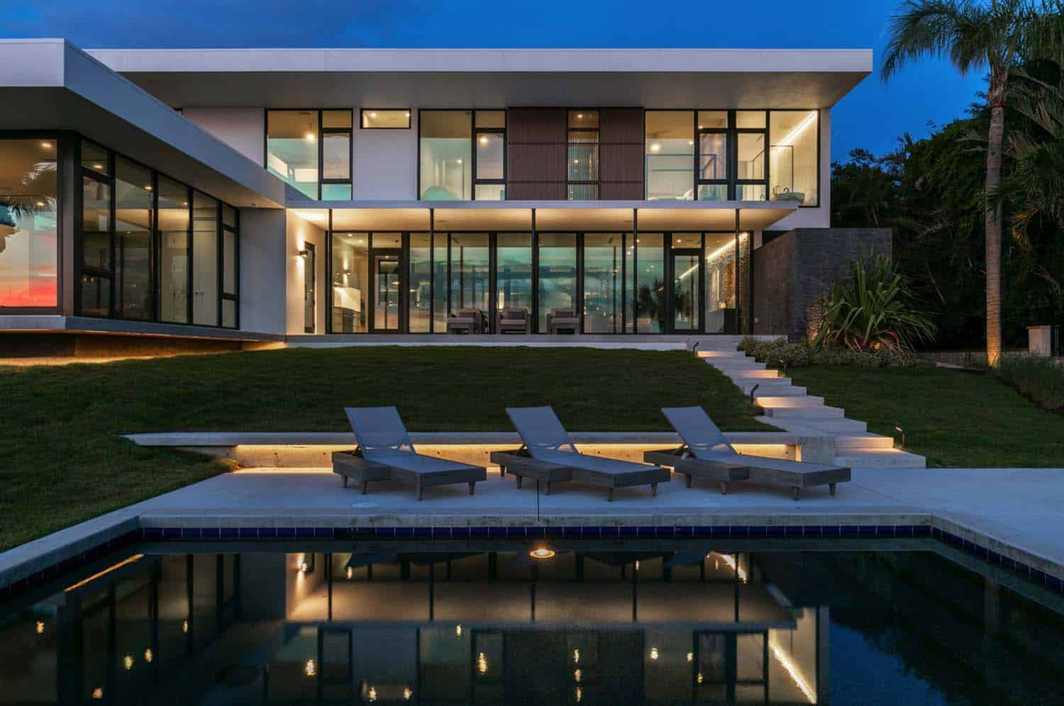 contemporary-waterfront-home-exterior