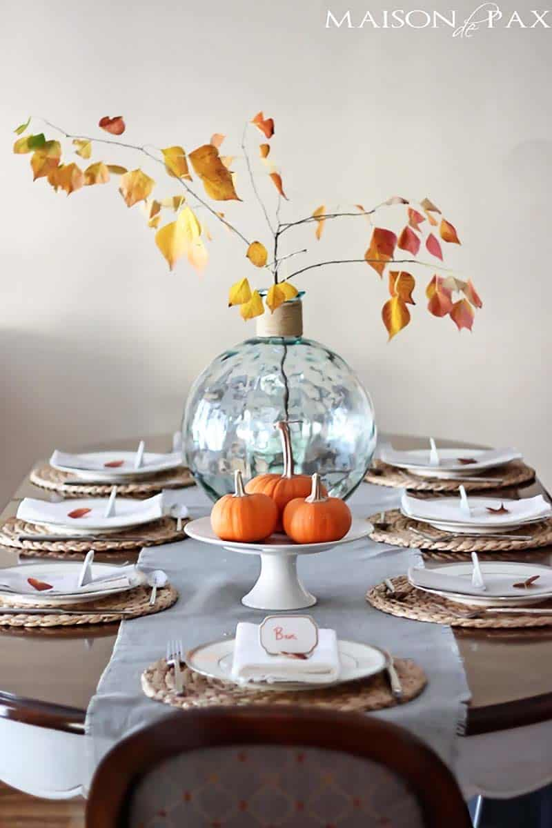 thanksgiving-decor-ideas-fall-leaves-centerpiece