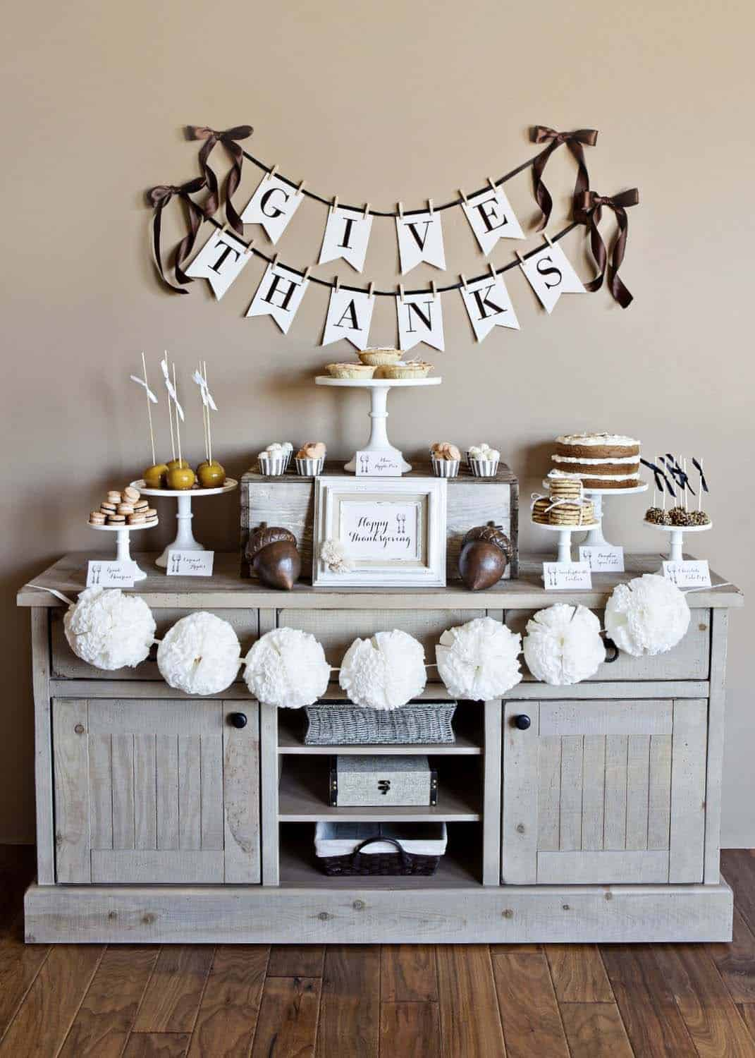 thanksgiving-decor-ideas-give-thanks-banner