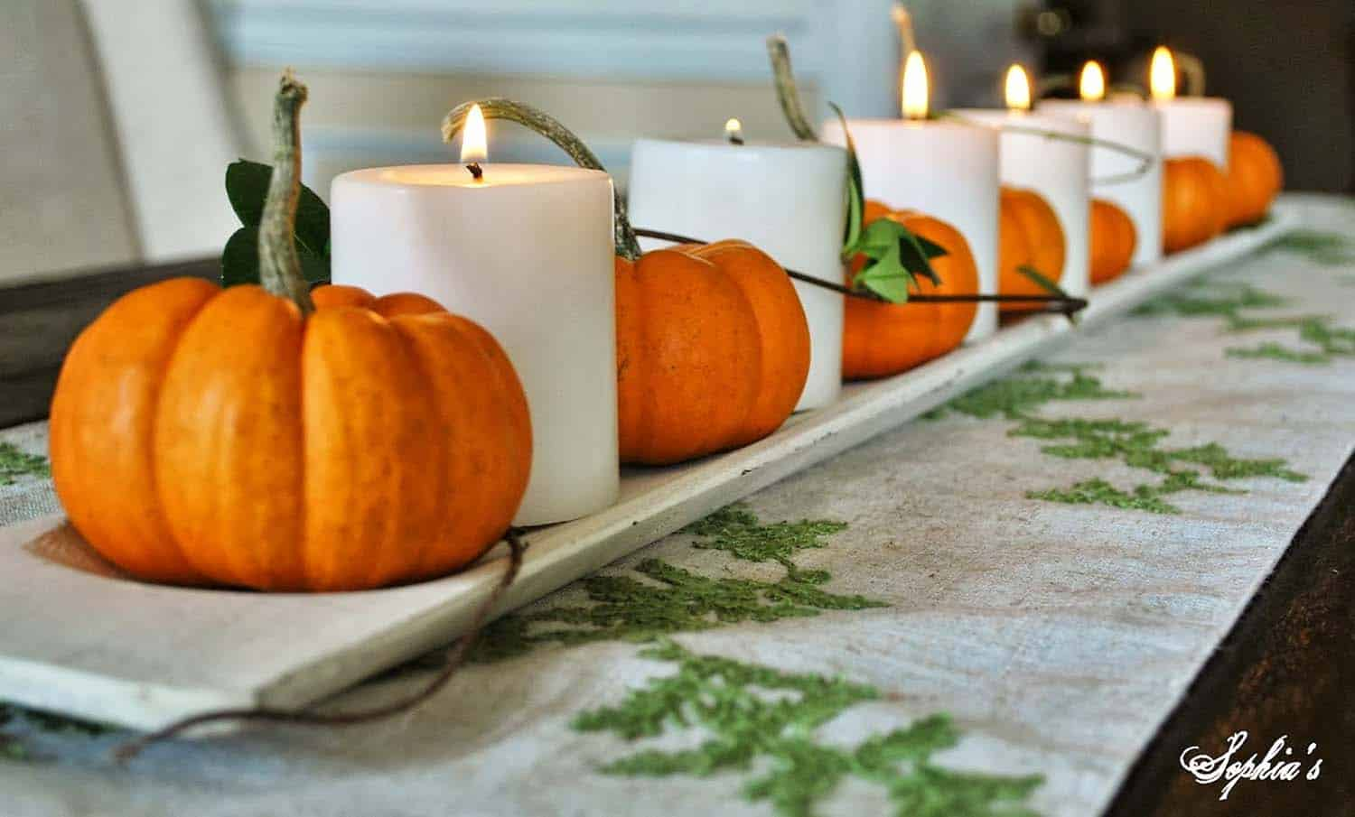 thanksgiving-decor-ideas-pumpkin-candle-centerpiece