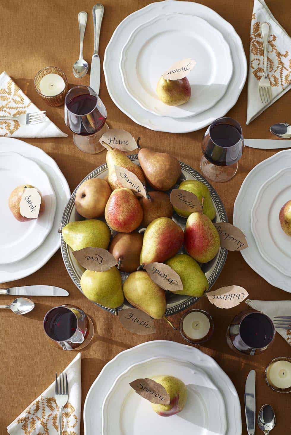 thanksgiving-decor-ideas-bowl-of-pears-centerpiece