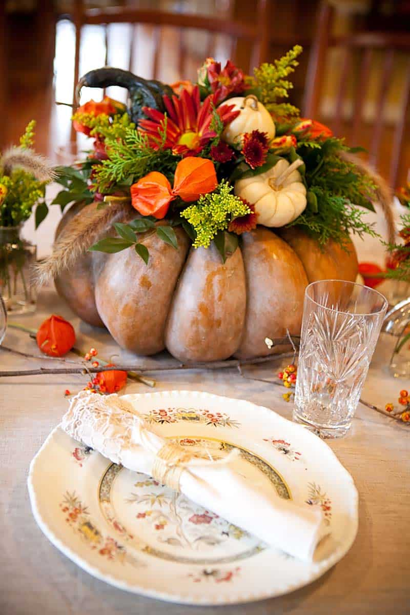 thanksgiving-decor-ideas-flower-pumpkin-arrangement