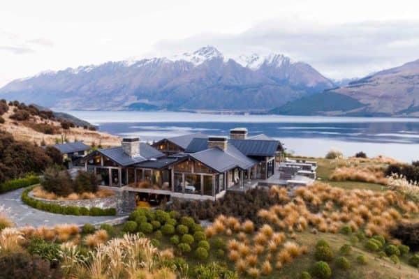featured posts image for New Zealand home offers absolute serenity with a breathtaking outlook