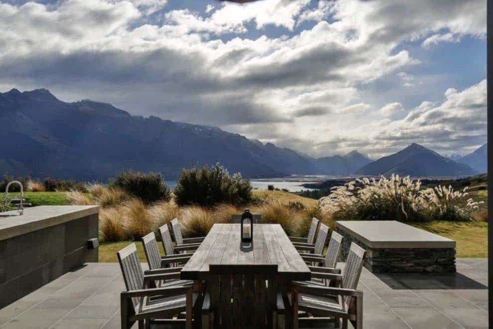contemporary-new-zealand-home-deck
