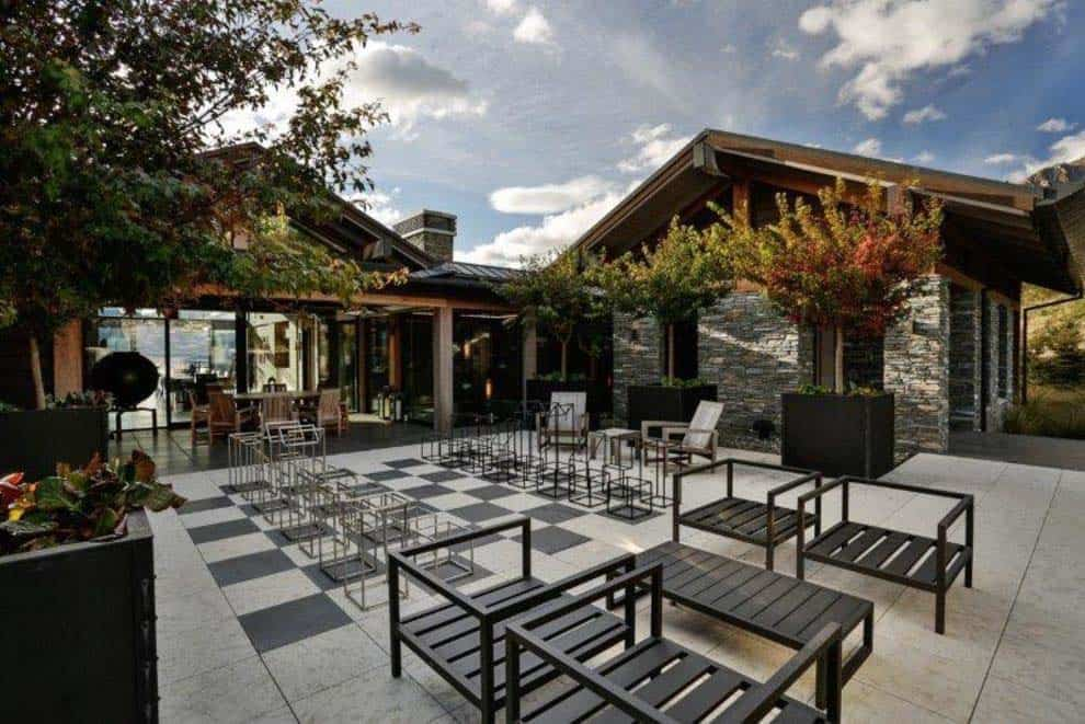 contemporary-new-zealand-home-deck