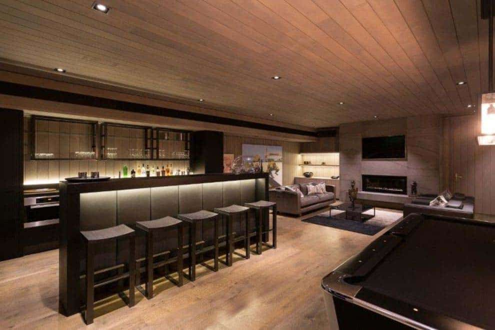 contemporary-home-bar