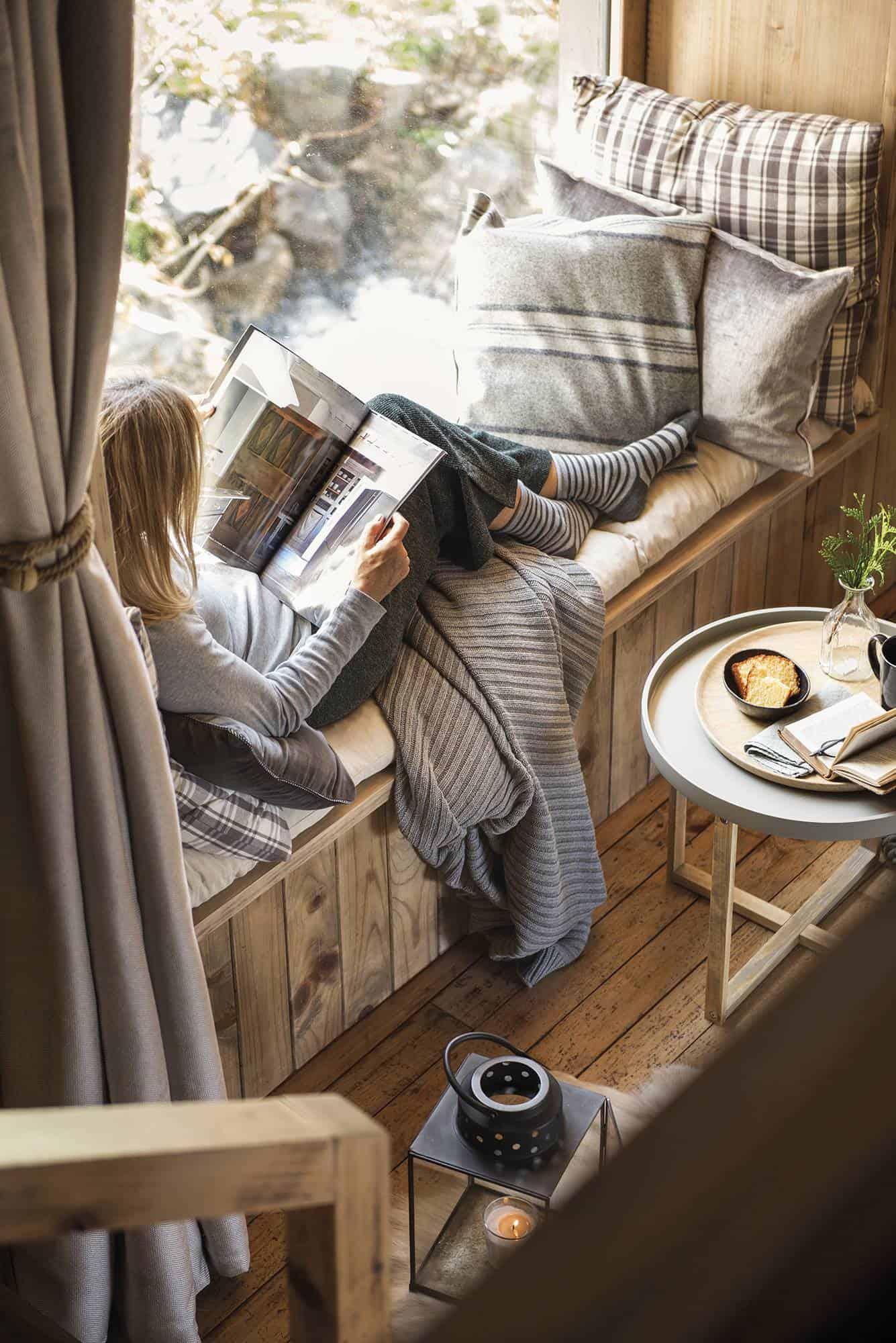 cozy-woodsy-mountain-cabin-window-seat