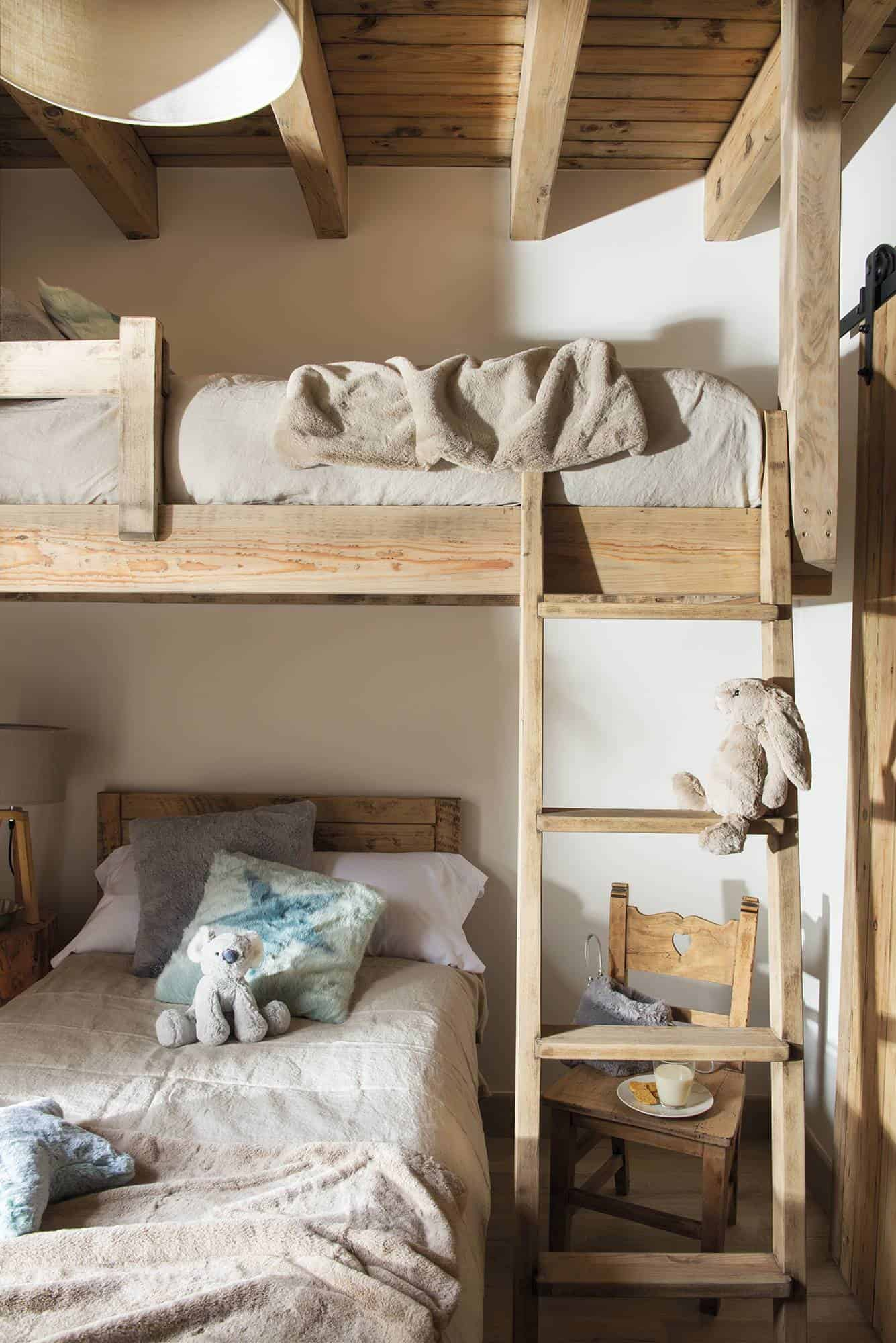 cozy-woodsy-mountain-cabin-kids-bunk-bedroom
