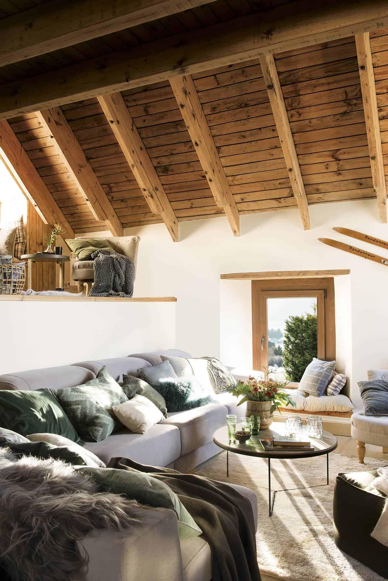 mountain-cabin-living-room