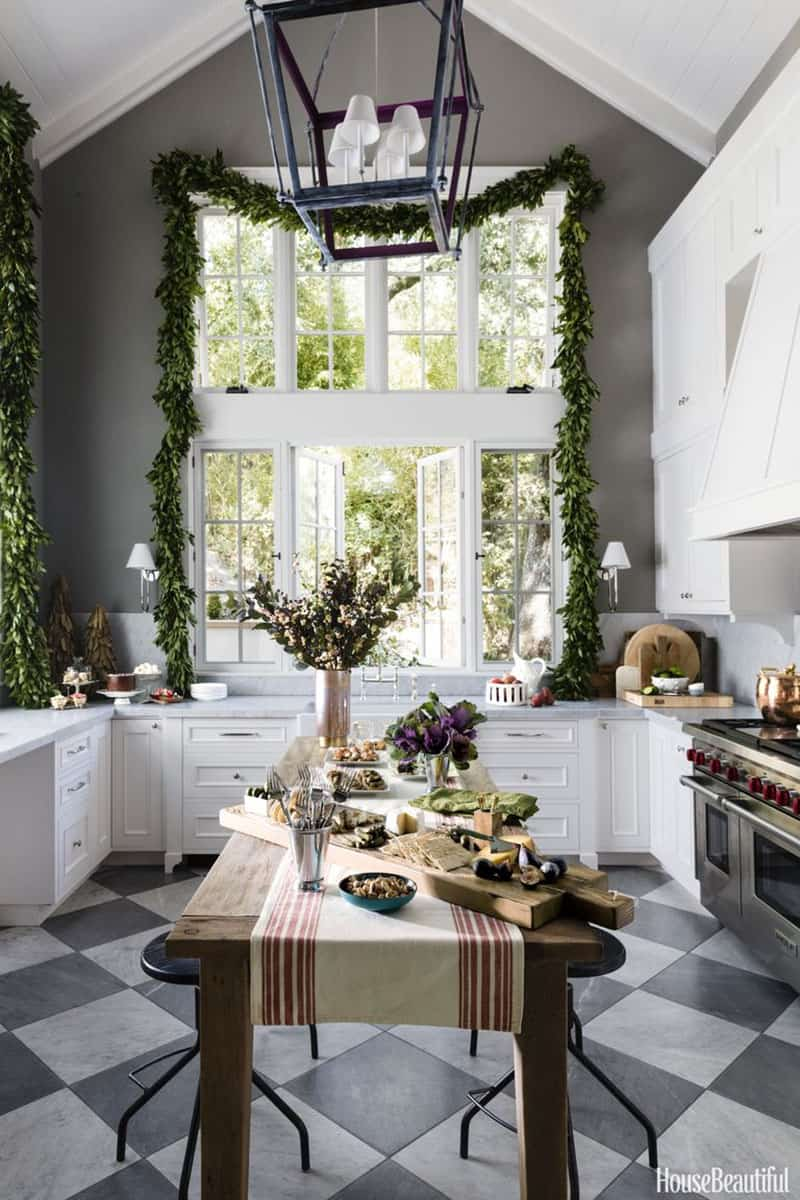 gorgeous-christmas-garland-decorating-ideas-kitchen-window