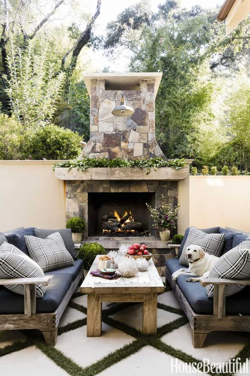 gorgeous-christmas-garland-decorating-ideas-outdoor-fireplace-mantel