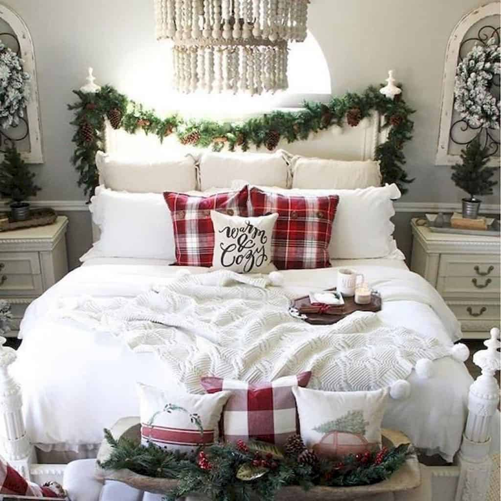 gorgeous-christmas-garland-decorating-ideas-bedroom-headboard