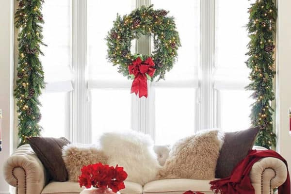 featured posts image for 28 Gorgeous Ways To Decorate Your Home With Christmas Garland