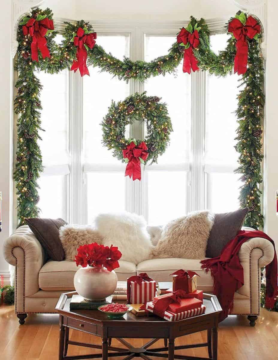 gorgeous-christmas-garland-decorating-ideas-living-room-window