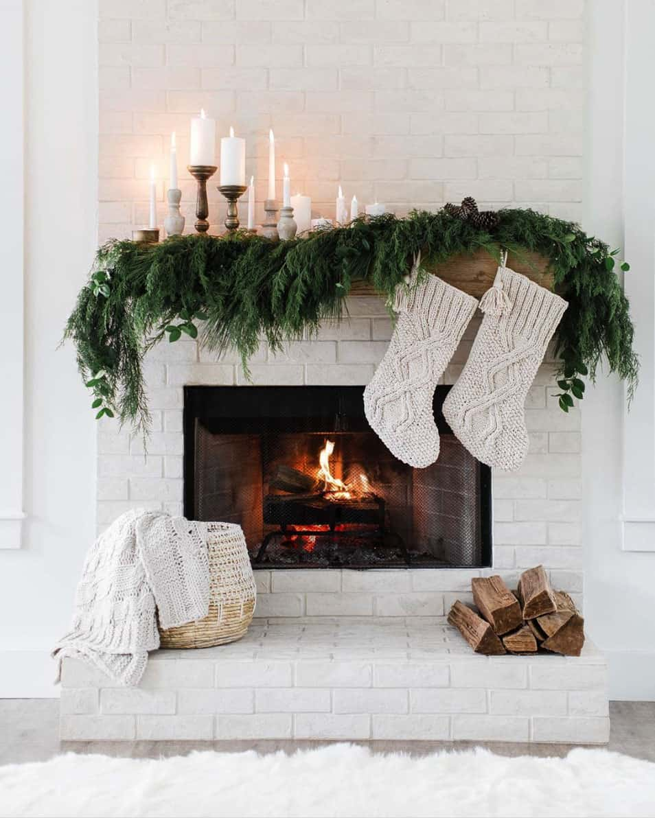 gorgeous-christmas-garland-decorating-ideas-fireplace-mantel