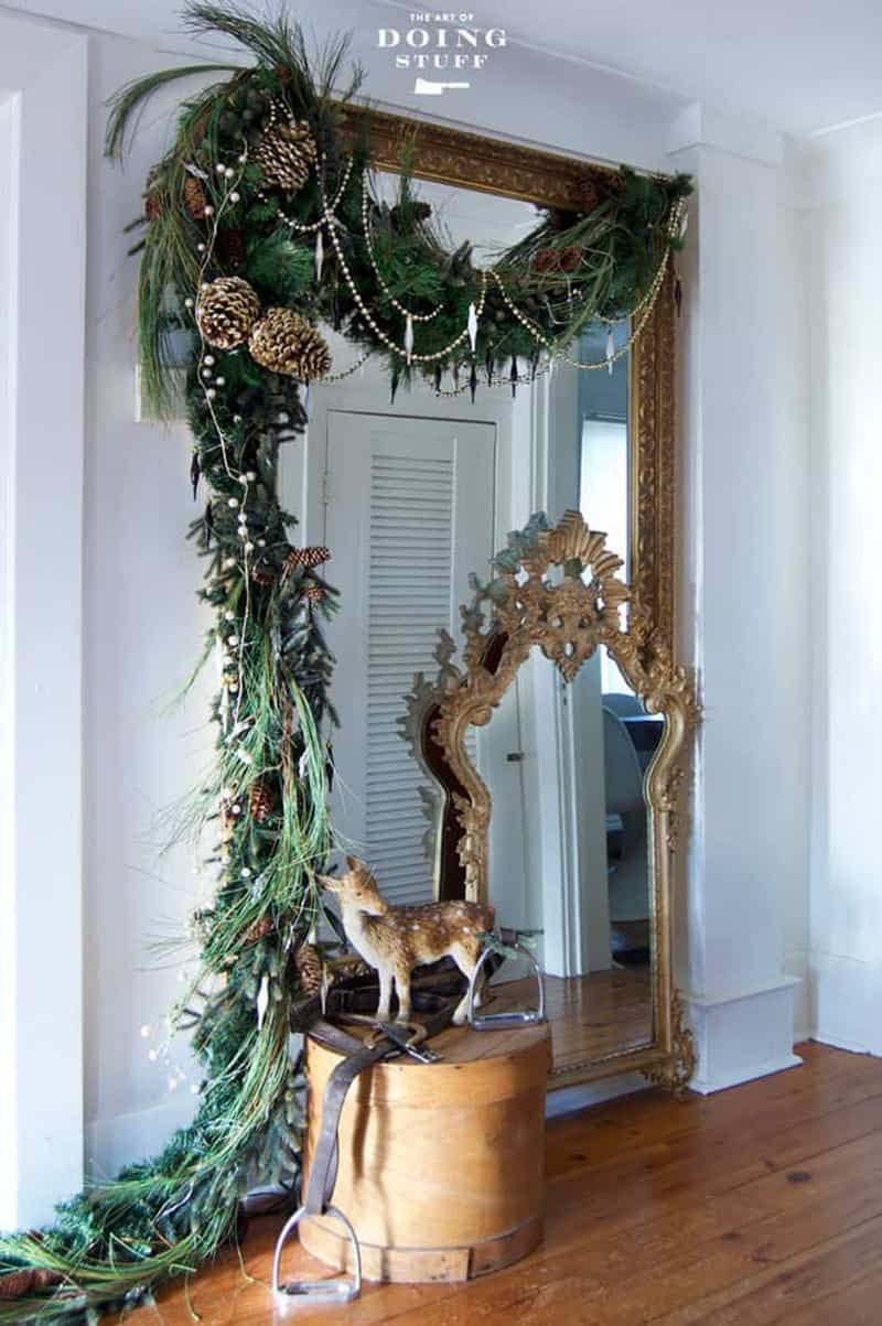 gorgeous-christmas-garland-decorating-ideas-hallway-mirror