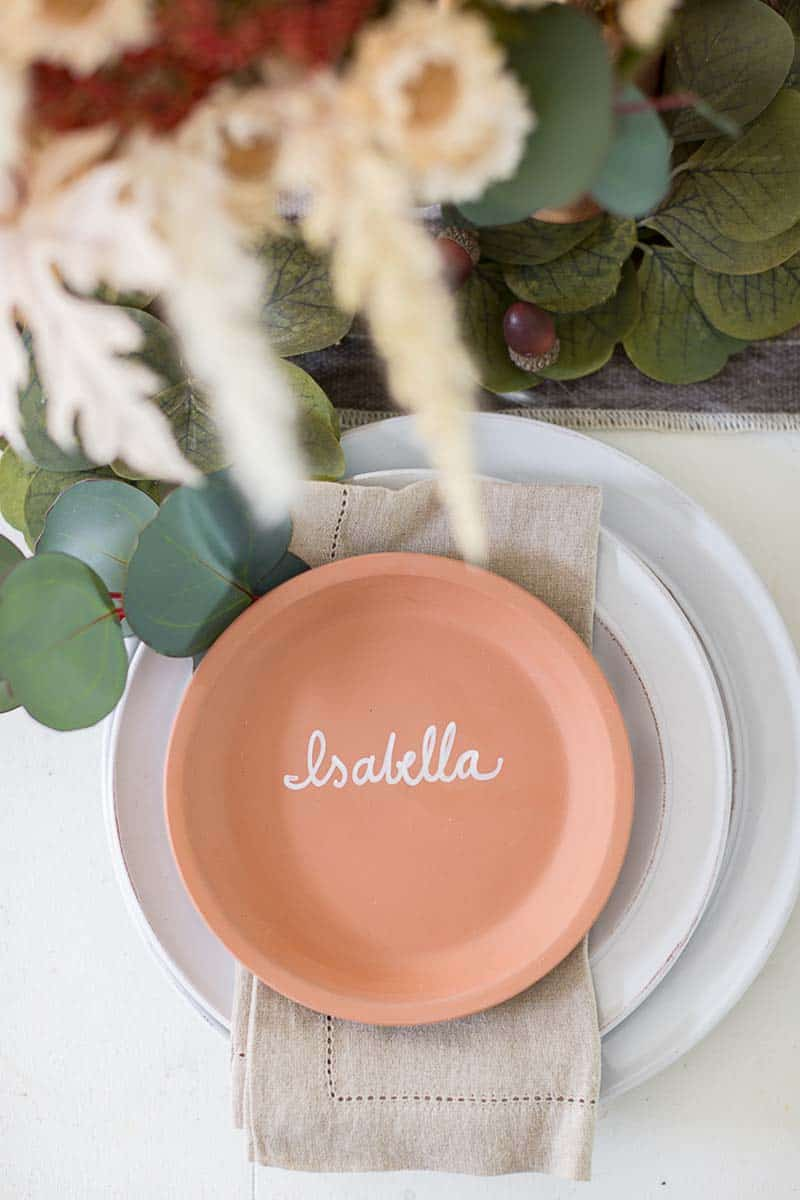 gorgeous-thanksgiving-centerpiece-idea-terracotta-plate