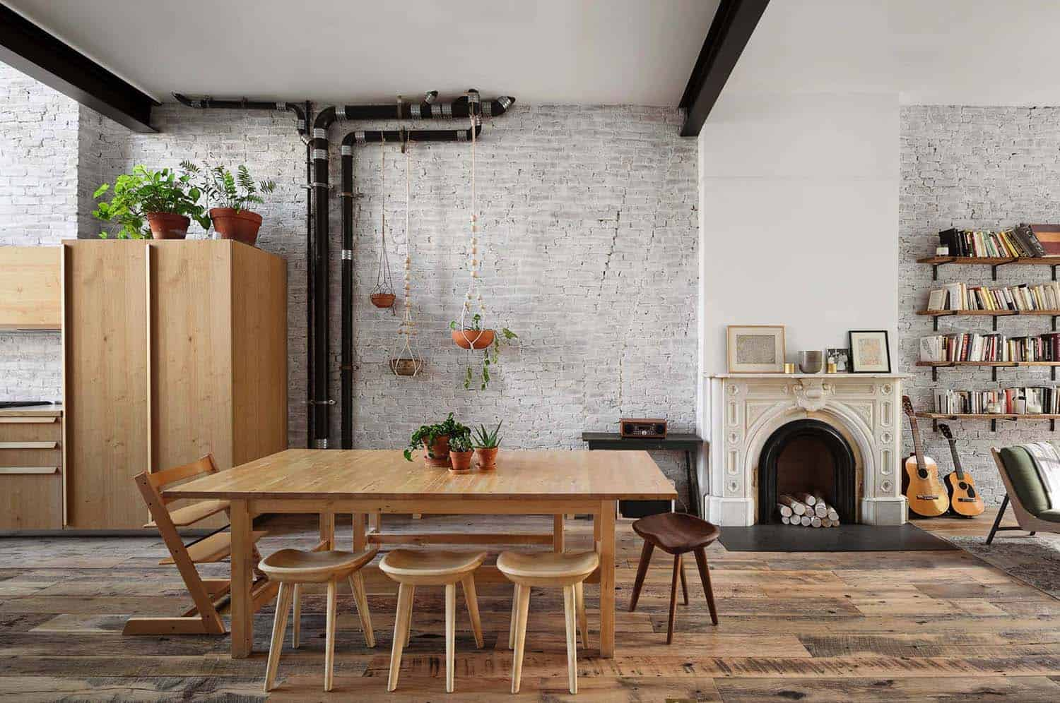 townhouse-dining-room-industrial-style