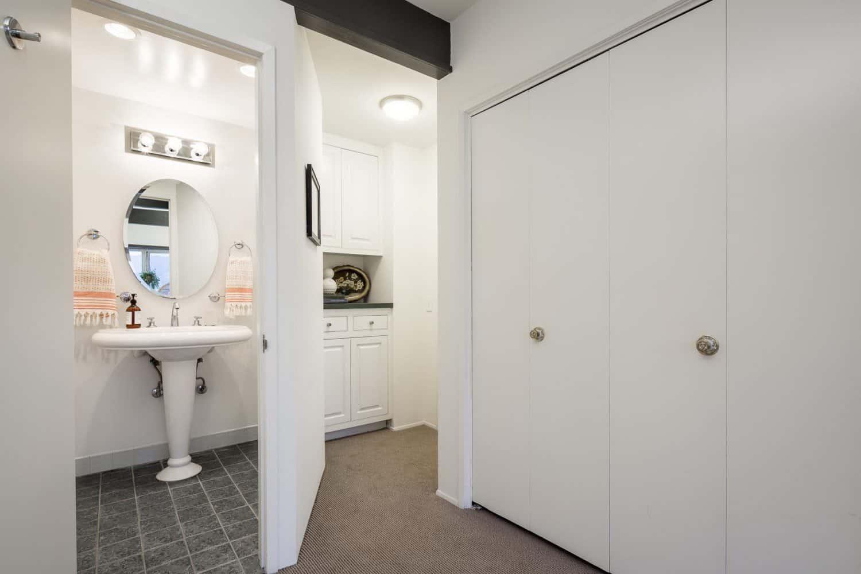 mid-century-modern-bathroom
