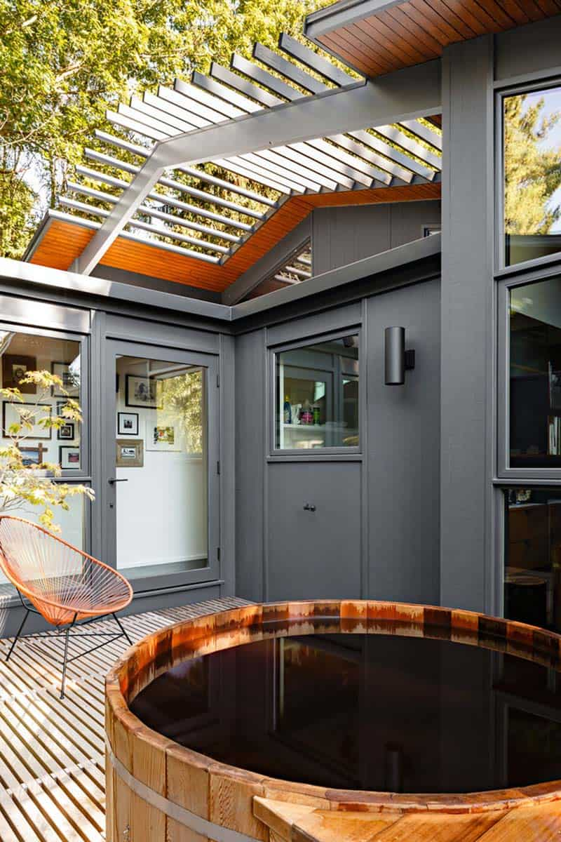 midcentury-modern-home-patio