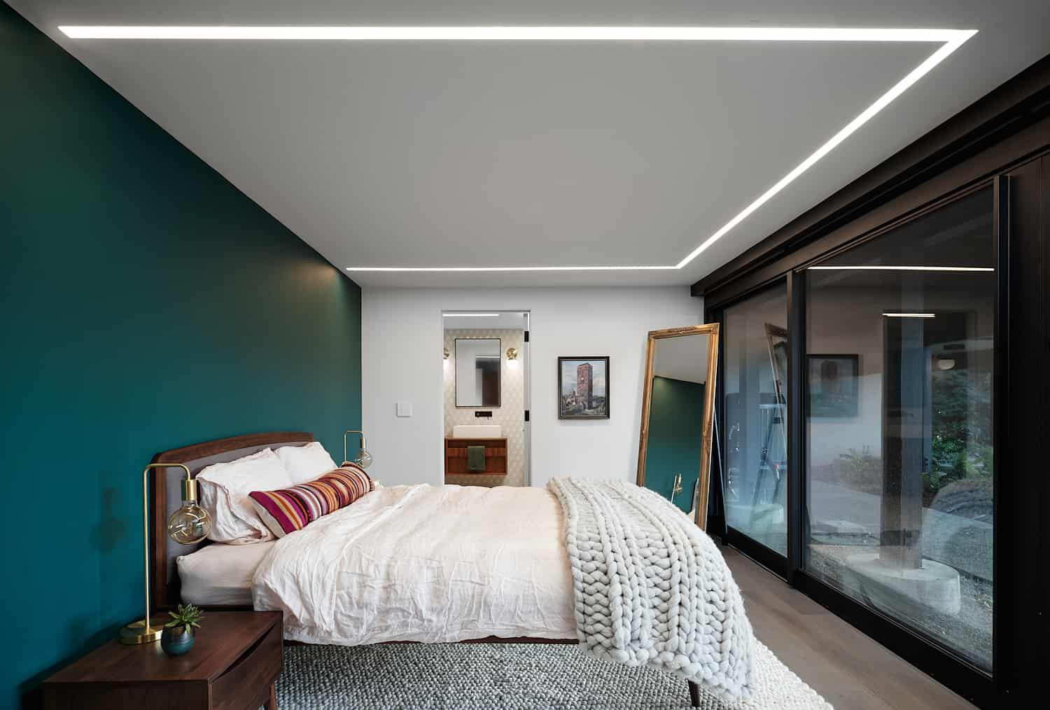 midcentury-remodel-bedroom