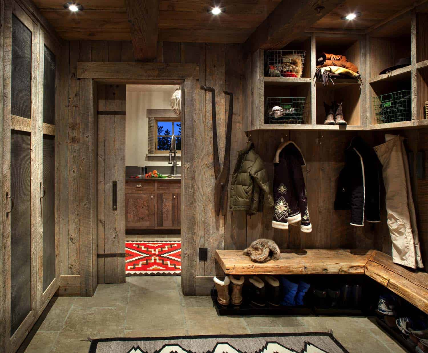 mountain-rustic-mudroom-entry