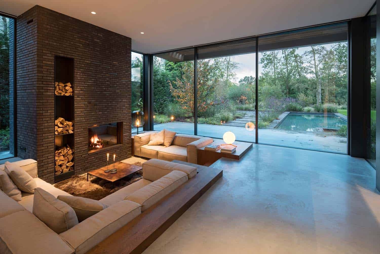 Modern villa in Amsterdam offers fabulous indoor-outdoor connectivity