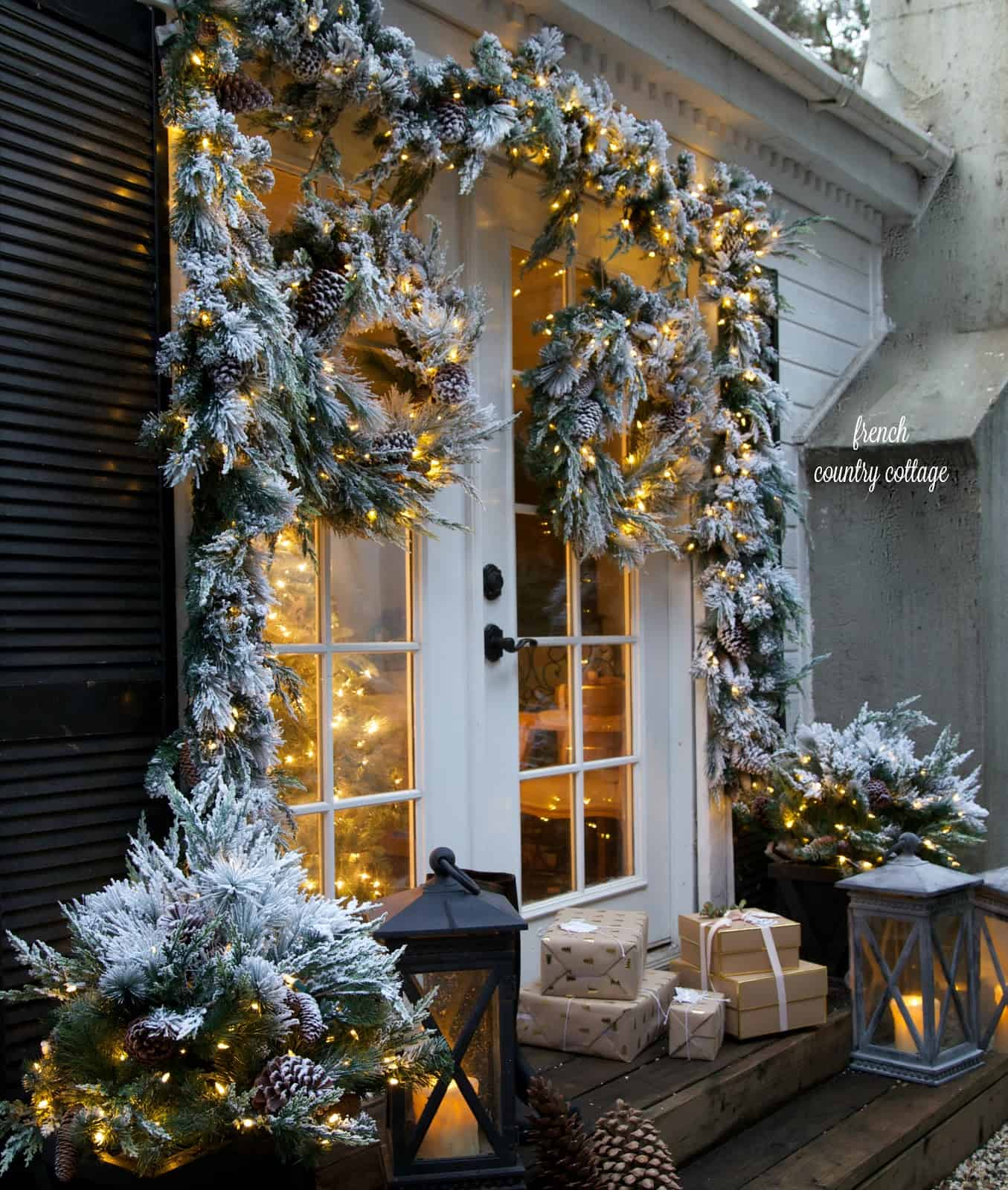 25 Stunning Outdoor Christmas Decorations To Make The Season Bright