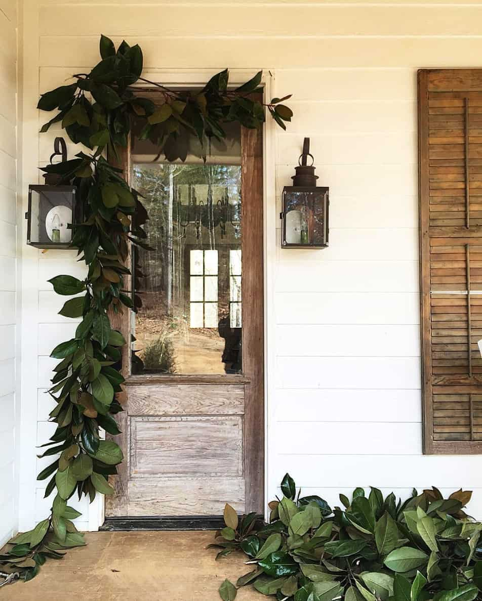 stunning-outdoor-decorations-christmas-magnolia-garland