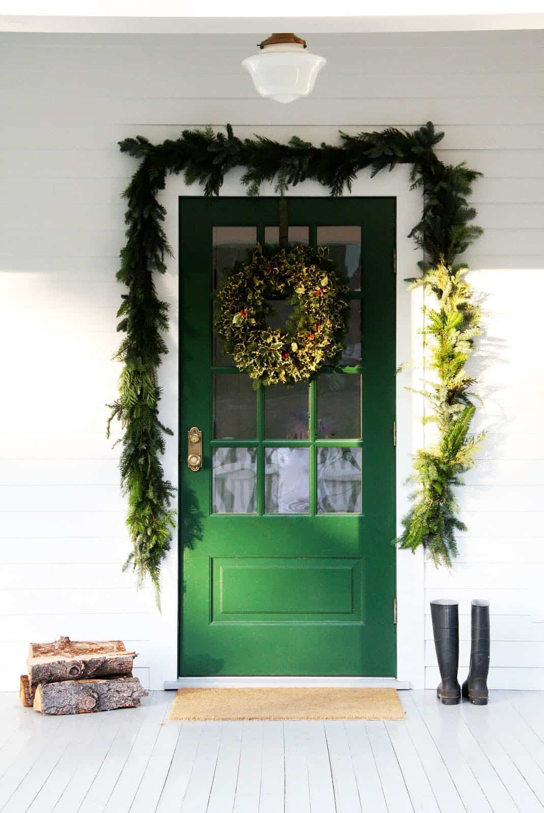 stunning-outdoor-decorations-christmas-wreath-garland