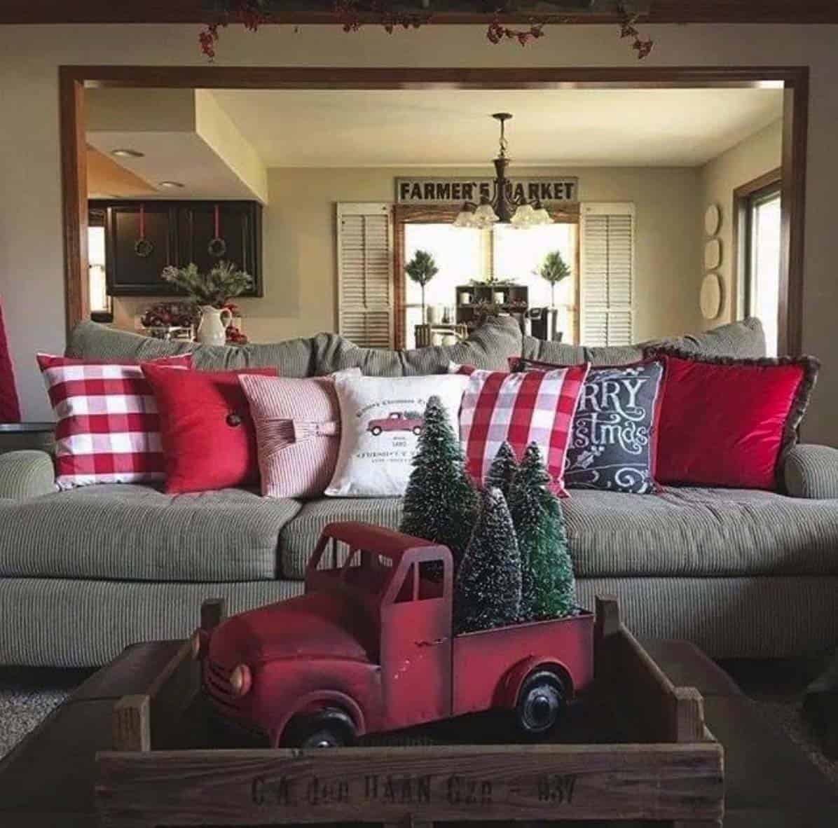 rustic-farmhouse-christmas-decorating-ideas-living-room-red-truck