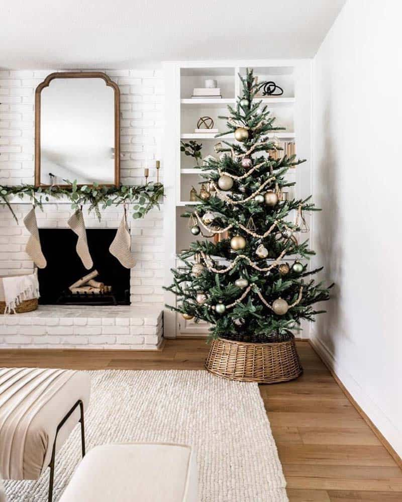 rustic-farmhouse-christmas-decorating-ideas-living-room-fireplace