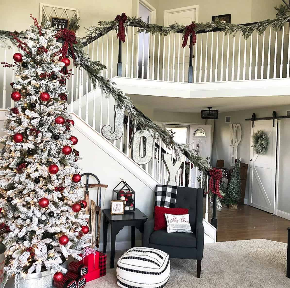 rustic-farmhouse-christmas-decorating-ideas-staircase-entry