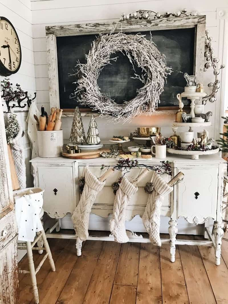 rustic-farmhouse-christmas-decorating-ideas-dining-room-buffet