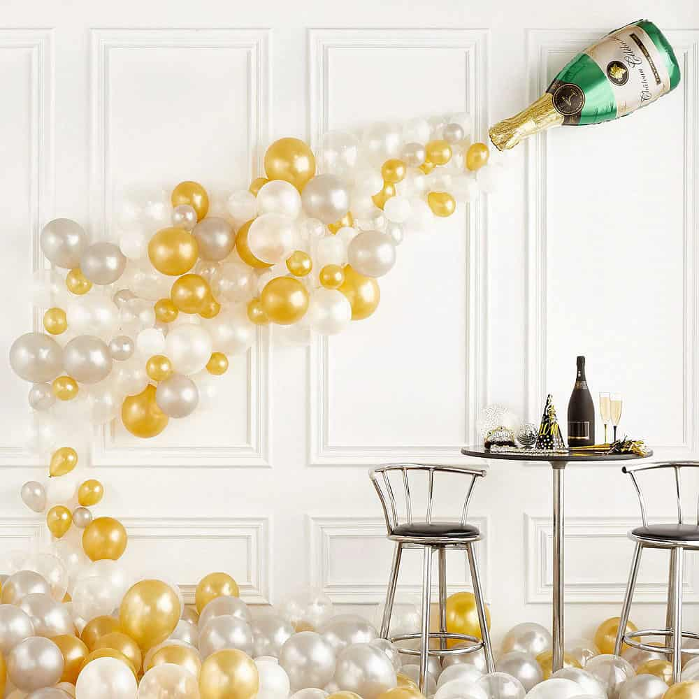 new-years-eve-balloon-feature-wall